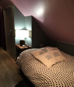 chambre privative sdb et toilettes - Le Coudray-Montceaux