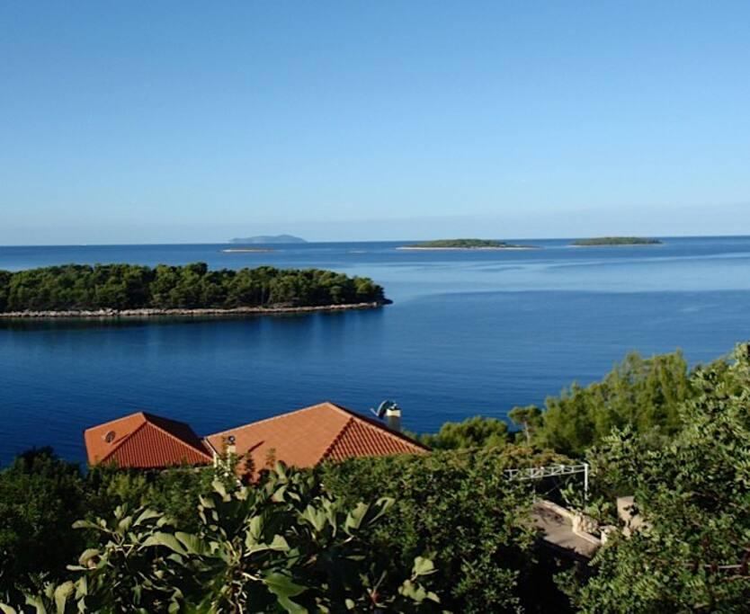 Aussicht auf unsere 2 Häuser und das Meer