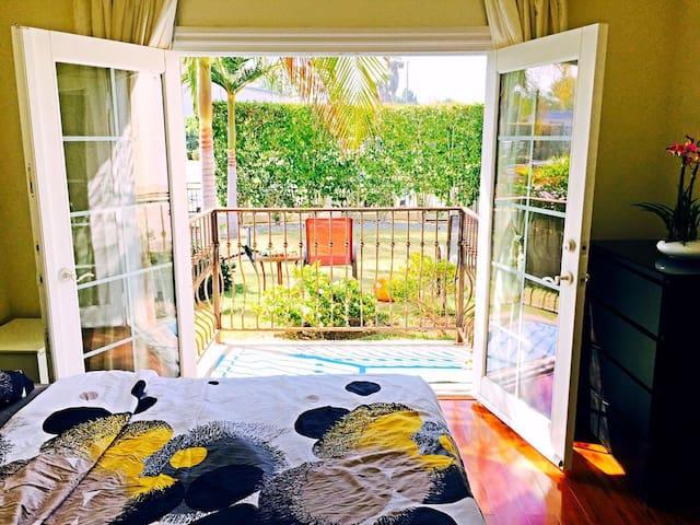 Alhambra精品套房出租独立卫浴,全新装潢,阳台精美景观。