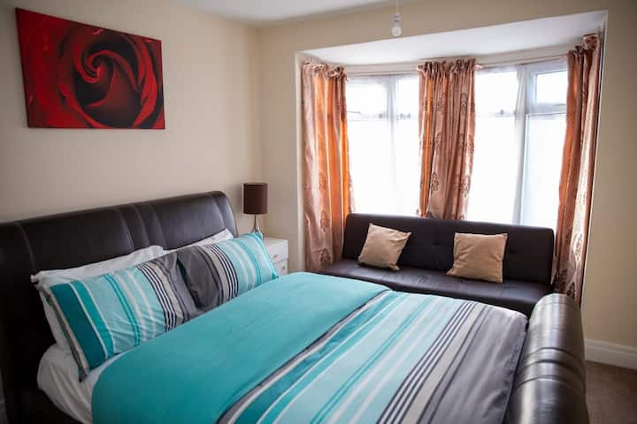 Cosy 2 bedrooms in a self contained flat.