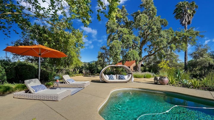 Private Wine Country Retreat-Luxury estate, pool, hot tub, 3 miles to town