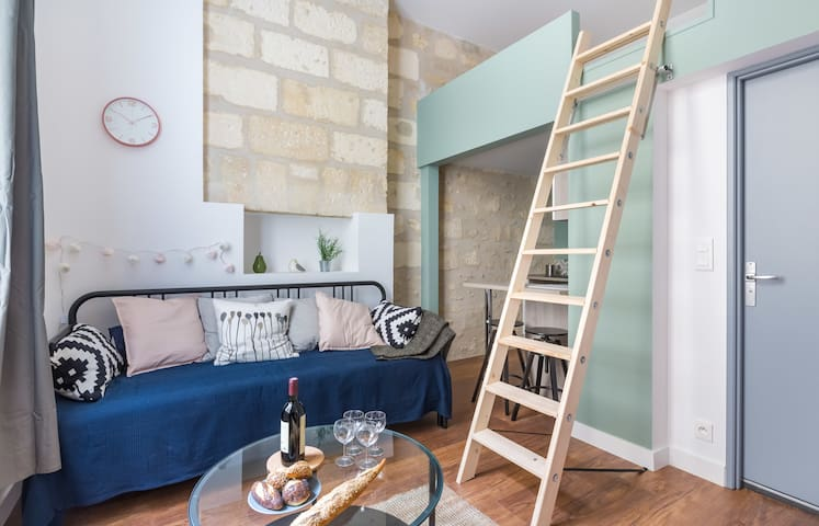 6.Charmant bright and comfortable studio in the heart of the city