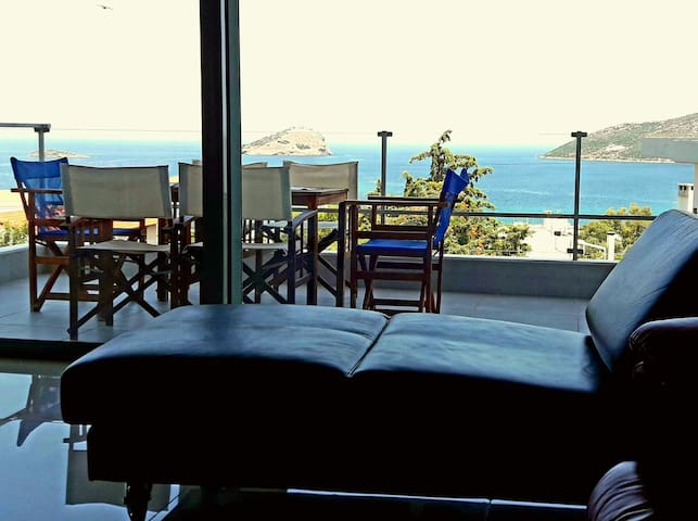 Villa with sea view near beach and Athens Airport