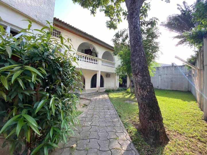 Chambre indépendante dans une villa