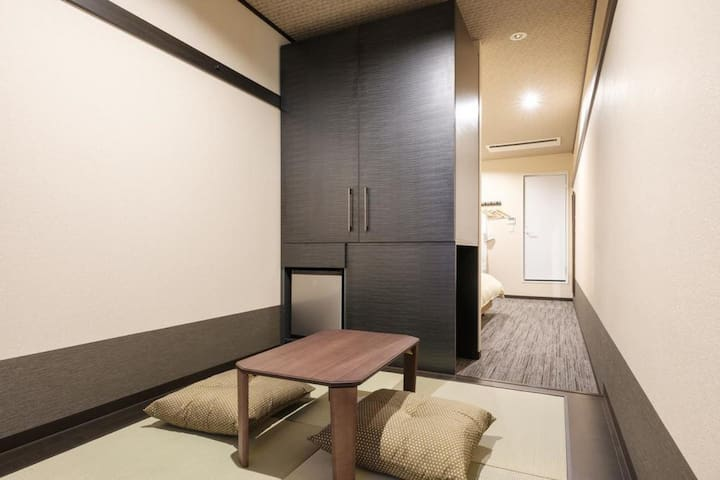 Twin Room with Tatami Space one stop away from Kansai Airport with Buffet Breakfast