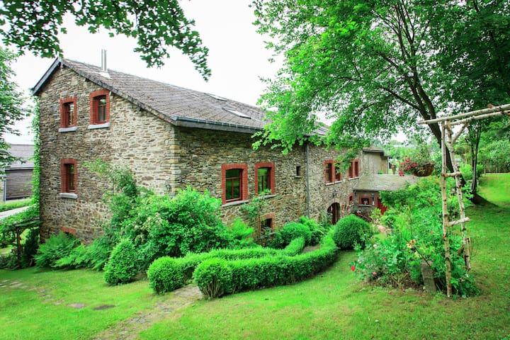 Authentieke cottage in de Ardennen met speeltoestellen