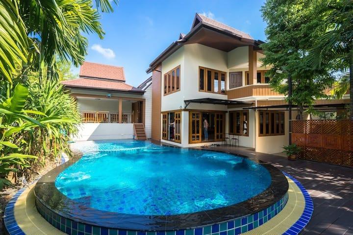 Feliz Villa with Pool &Jacuzzi 清迈泳池和按摩浴缸.宁曼路近古城