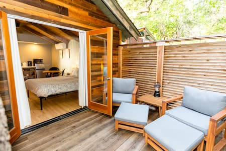 Cottage at Reverie Retreat- infinity pool/outdoor soaking tub