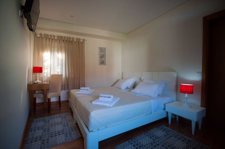 Quinta Vilar e Almarde | Quarto Twin | WC Privado - Real