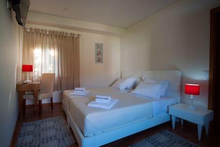 Quinta Vilar e Almarde   Quarto Twin   WC Privado - Real - Hus