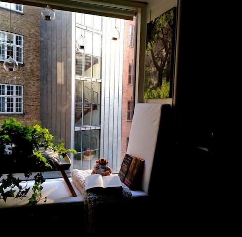 Beautiful studio apartment by lakes of Copenhagen