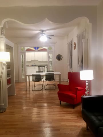 Dreamy 1 Bdrm Queen Village Apt Great Location!