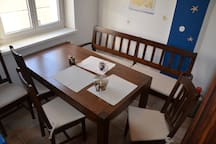 Küche- Esstisch mit 5 Plätzen