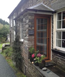 Pretty Quarrymans cottage in a stunning setting - Gwynedd