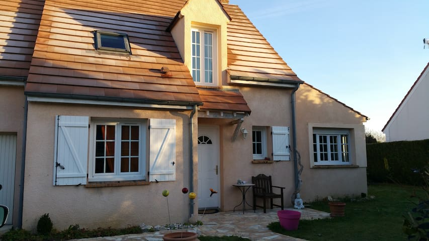 Charming little house close to Disneyland - Serris - Casa