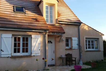 Charming little house close to Disneyland - Serris - Rumah