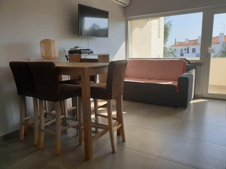 Small sunny cozy T1 apt  Nica 10 min walking Oura Beach and Strip