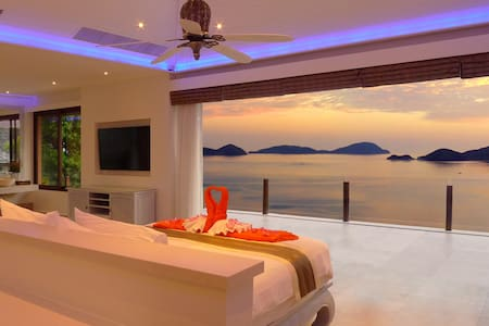 FREE $900 Daily Lux Pack, 8 Bed 360º Seaview Villa