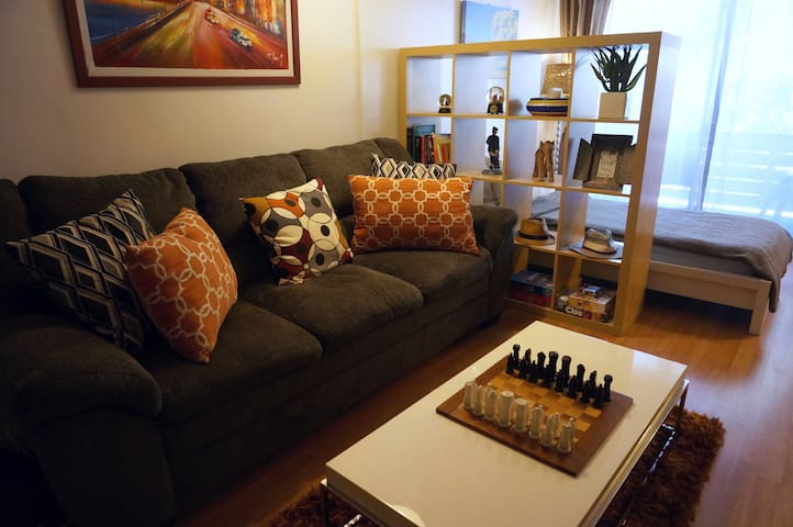 Cozy 1BR, Queen and twin beds-Walk to UCLA+parking