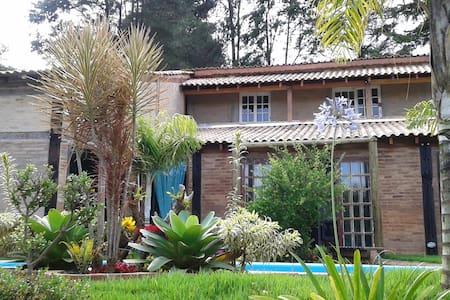 Vila das Orquídeas - quarto - Guararema - 통나무집