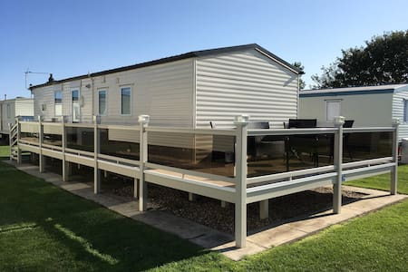 Caravan with luxury decking in Mablethorpe