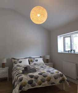 Salcombe Home, 3 min. walk from town. With parking
