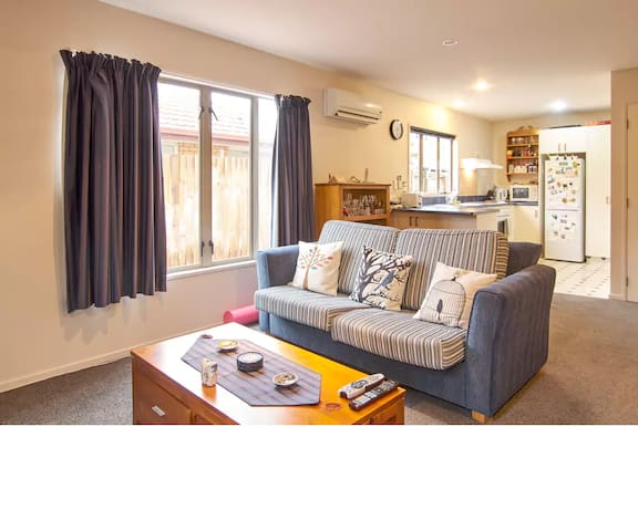 Whole Townhouse (2 rooms) Dbl & Twin
