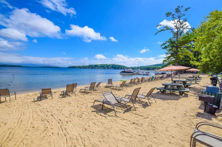 4 Season Condo on Lake Winnipesaukee/Private Beach