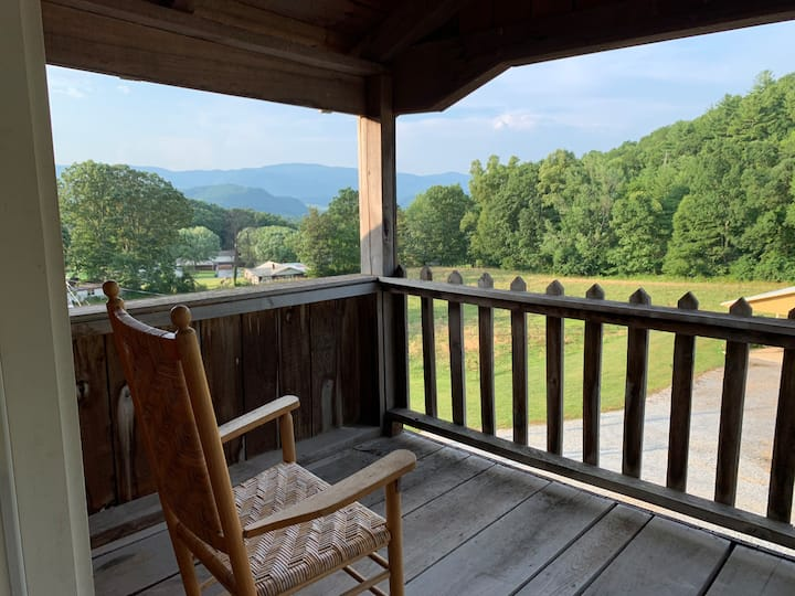 Private/Loft Getaway Adjoins Cherokee Nat Forest