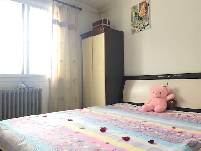 紧邻万达广场/4号地铁温暖大床房,10分钟北京南站和南苑机场/20分钟西单/清华北大颐和园圆明园国图 - Peking
