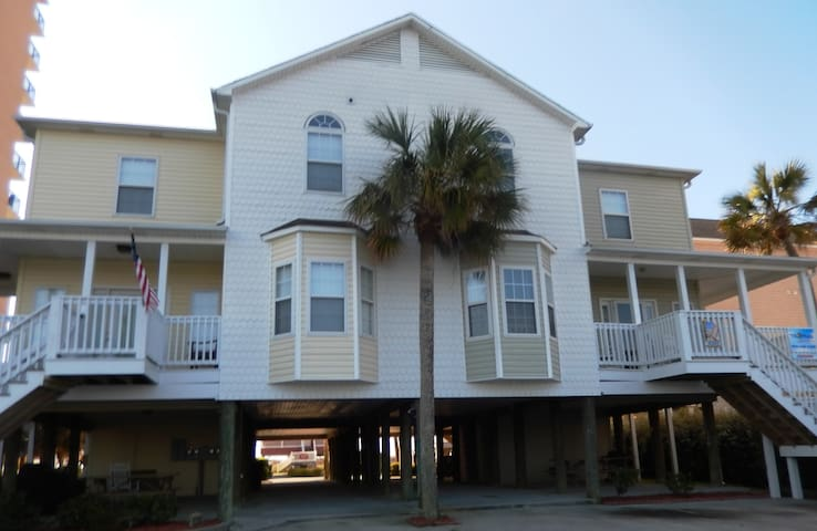100 Yards to the Beach! 4BR 4BA! - North Myrtle Beach - Haus
