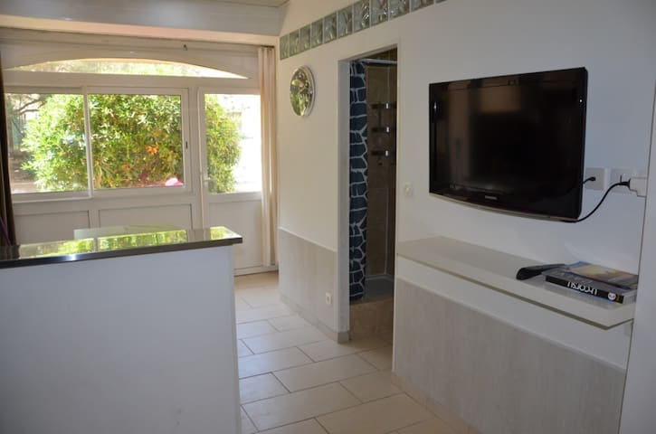 Quiet apartment, 150m to the beach, town center