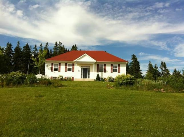 Beautiful location in a modern home - Sackville - House