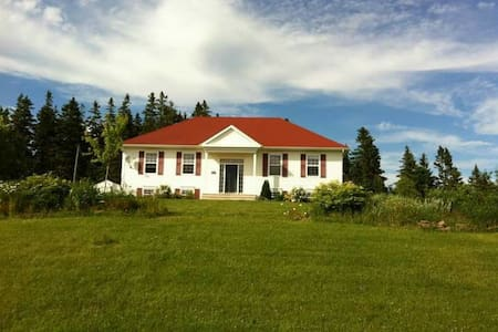 Beautiful location in a modern home - Sackville - Ev