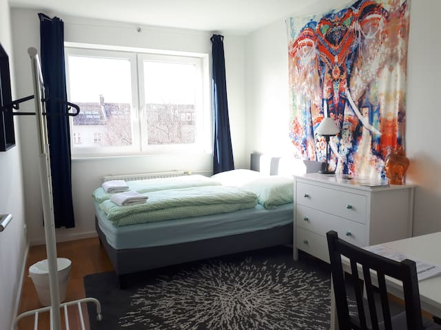 Cozy Room near Central Station #modern #welcome