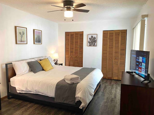 Master bedroom on the 1st floor with king size bed