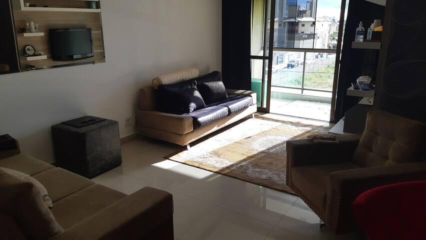 Amplo apartamento mobiliado