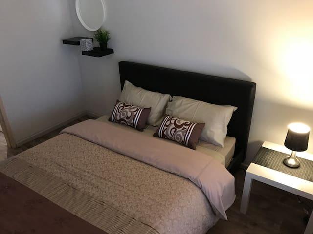 Second Bedroom (1 x Queen Bed)
