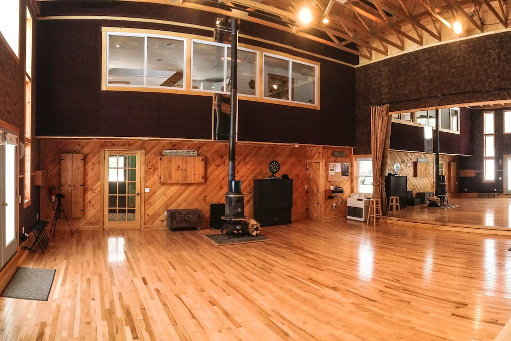 We have a 1200 square foot dance studio with an 18' high ceiling and sprung floor. (Additional rental fee required.)