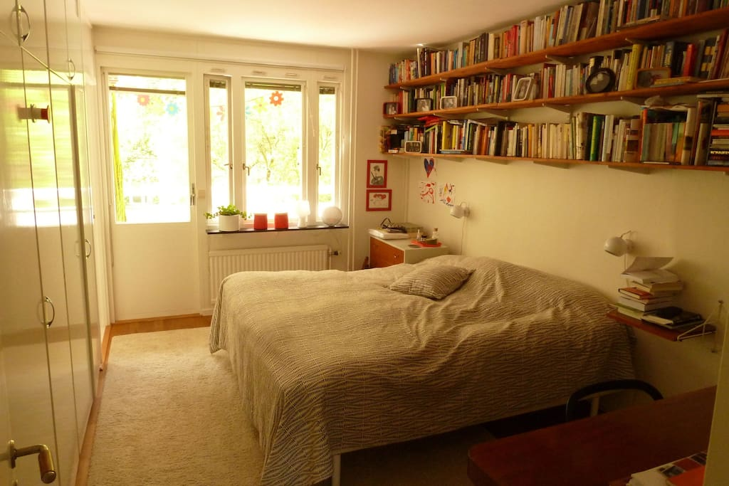Master bed room, with exit to the balcony