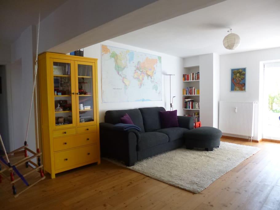 Wohnzimmer mit Schaukel