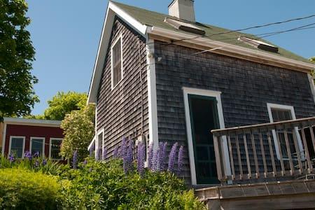 Charming Island Cottage - Vinalhaven