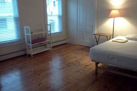 Upstairs room in Lovely Old Cape - Worcester