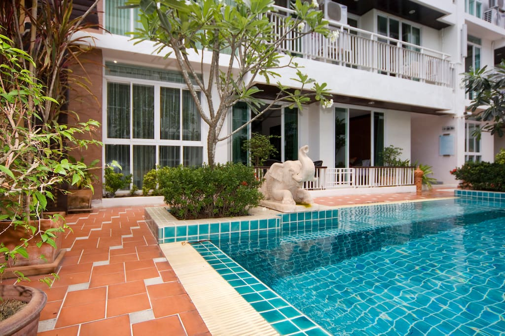 Direct access to pool from apartment