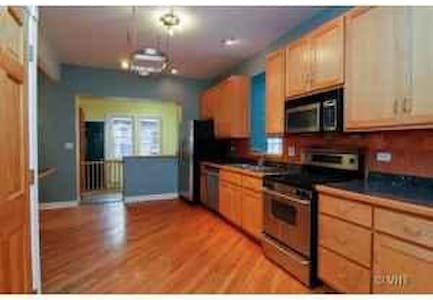 Bucktown  Master Bedroom Large. - Chicago - Condominium