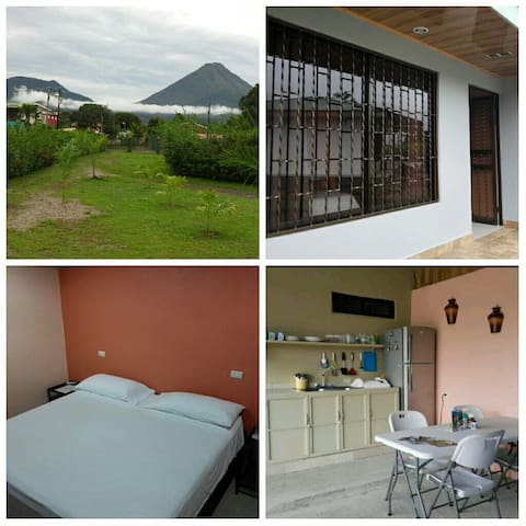 Amapolas Room #4. A/C, Wifi, King bed, TV, Parking - La Fortuna - Autre