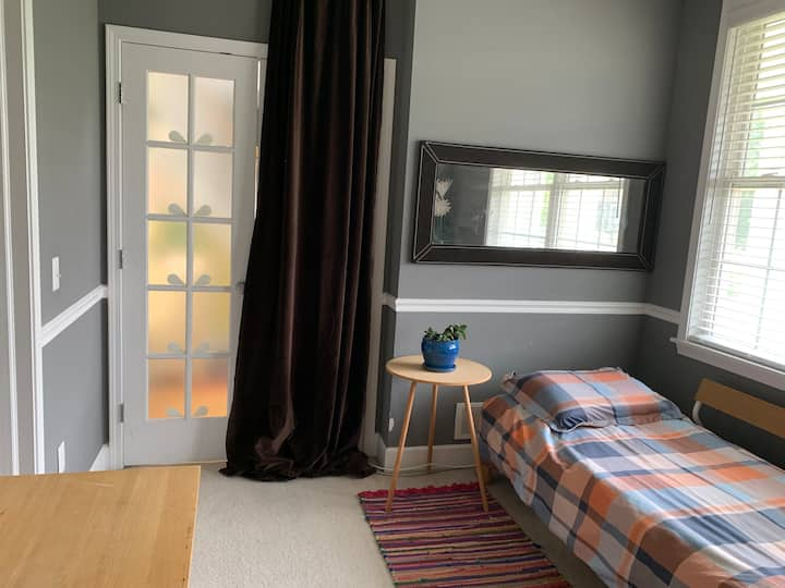 Clean + Cozy Private Room in Quiet Neighborhood ML