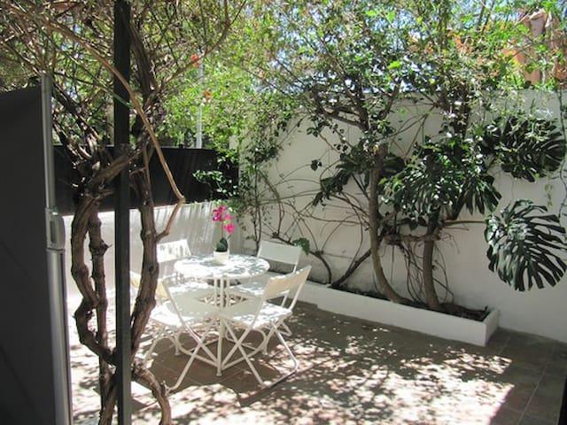 Bonito apartamento con terraza y WIFI gratis