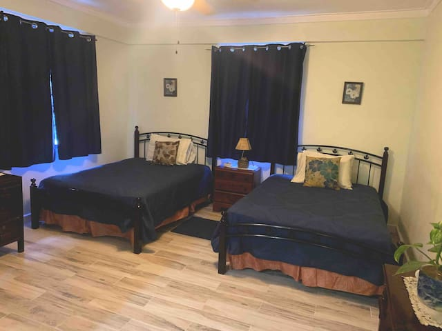 Best Hip Strip Apt F-2mins walk Doctor's Cave Bach