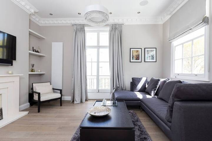 Luxurious 4 Bedroom House Near Victoria Station - Londen - Huis